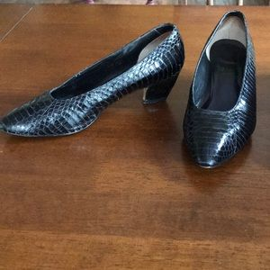 VINTAGE SNAKE SKIN PRINT HEELED SHOES